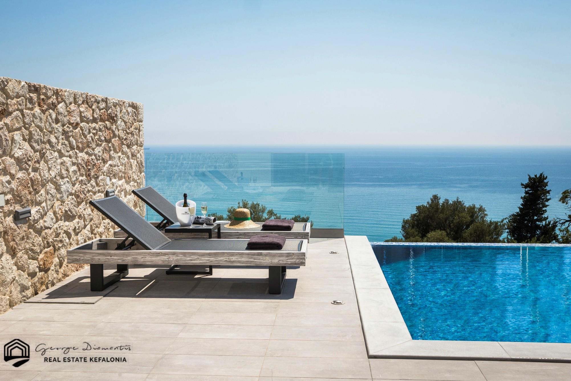Luxury 2 Bedroom Villa In Lourdata