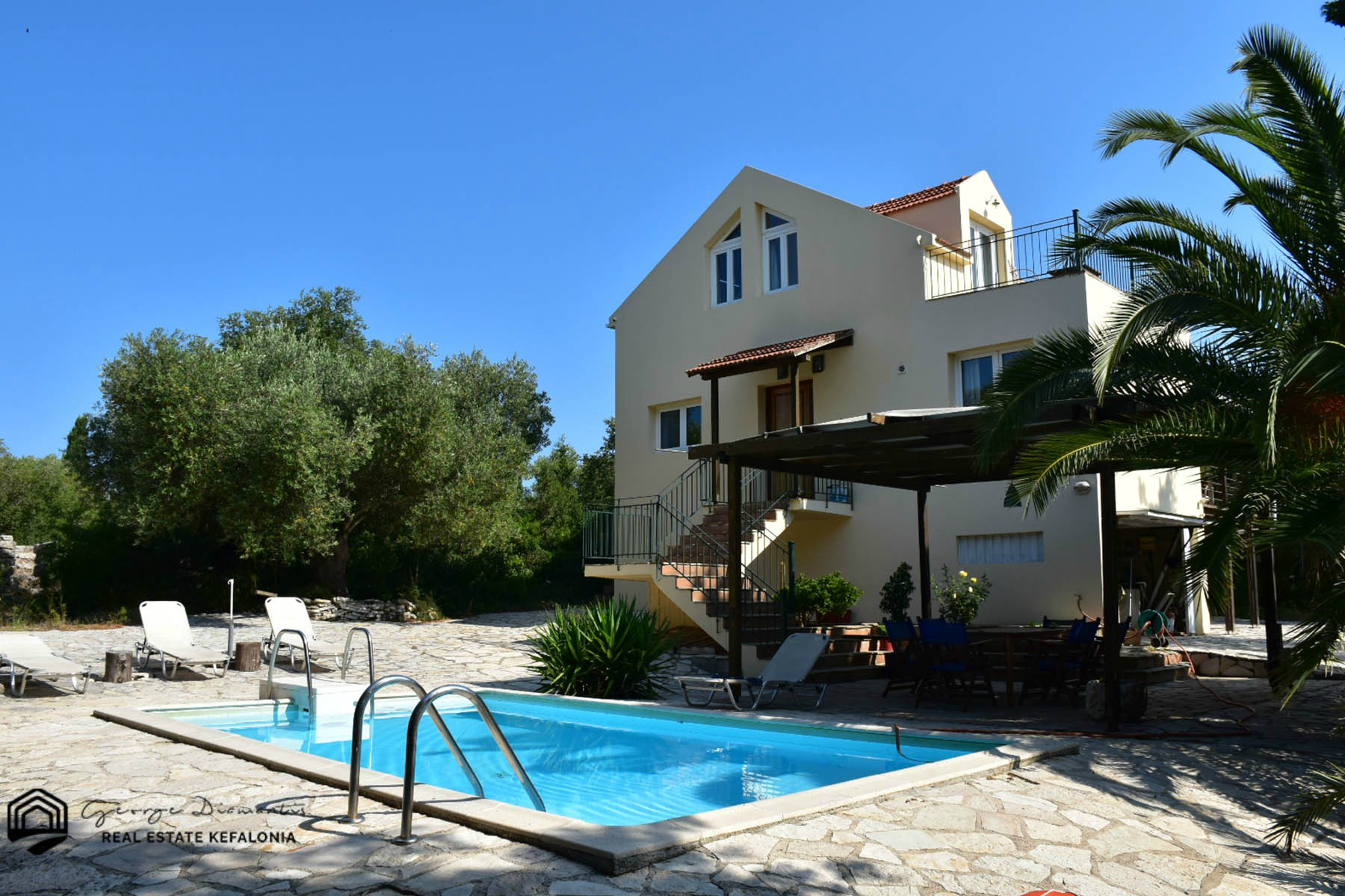 Villa For Sale In Antypata