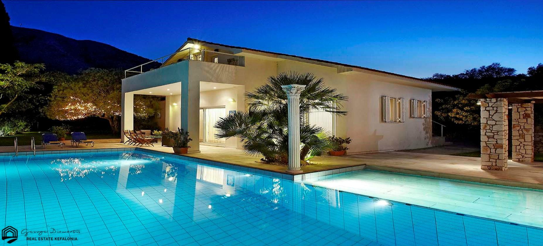 Villa For Sale In Makriotika